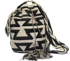Mochila Wayuu Tribal Patrones Arhuacos - comprar online Tapestry Bag, Tapestry Crochet, Tribal Bags, Drawstring Backpack, Bucket Bag, Fashion Backpack, Pouch, Backpacks, Purses