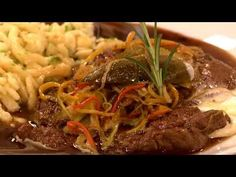 Kurz gebratener Znaimer Rostbraten mit Nockerln (Andreas Döllerer) - YouTube Andreas, Rind, Japchae, Beef, Ethnic Recipes, Youtube, Roast, Chef Recipes, Food And Drinks