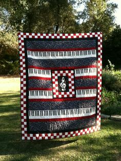 Music quilt with piano