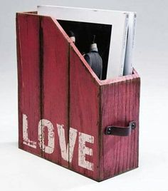 Magazine holder made from recycled pallets