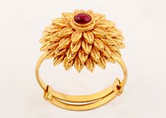20 Magnificent Gold Ring Designs For Women - F Sensation Antique Jewellery Designs, Gold Ring Designs, Gold Earrings Designs, Gold Jewellery Design, Gold Jewelry Simple, Gold Rings Jewelry, Gold Bangles, Bridal Jewelry, Antique Gold Rings