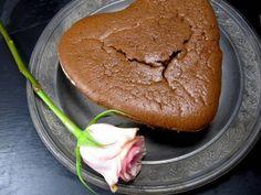 """gebackener Schokoladenpudding    """"deluxe"""" -  - 1 EL Mandelmehl, 100 g sehr gute & dunkle Schokolade (z.Bsp. v.Coppeneur), 5 frische Bio Eier, 50 g Butter (z.Bsp. Beppino Occelli), 50 g heller Muscovadozucker (oder Kokosblütenzucker), Mark von 1 Vanillestange oder gem. Vanille, 1 EL Kartoffelstärke oder 1 TL Pfeilwurzelmehl"""