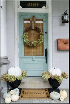 Fall front porch decorating ideas- DIY front porch decor ideas for Fall Porch Decorating, Decorating Ideas, Decor Ideas, Pumpkin Decorating, Diy Ideas, Holiday Decorating, Rental Decorating, Farmhouse Front Porches, Farmhouse Door