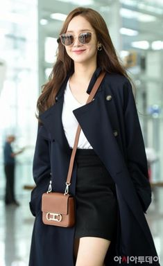 Actress Park Min-young seeks a chic It showed airy airport fashion. Korean Actresses, Korean Actors, Actors & Actresses, Young Fashion, Asian Fashion, Airport Fashion Kpop, Best Casual Outfits, Man Lee, Park Min Young