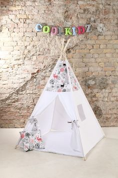 100% unbleached cotton base cloth. What is included: -fabric teepee tent with 1 window - wooden poles x4 - tie -teepee case with handle - playmat (depending on the selected option) SIZE: Mat size 100x100cm,poles 180cm,total height when teepee assembled around 165cm,inside height