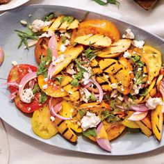 Grilled Peach and Heirloom Tomato Salad recipe (minus the goat cheese) Grilled Peach Salad, Grilled Peaches, Soup Recipes, Salad Recipes, Healthy Recipes, Gf Recipes, Delicious Recipes, Healthy Foods, Food And Thought