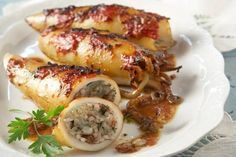 Calamari gemisto recipe a wonderfully delicious dish and is often eaten during the Greek Orthodox Lent when squid, olive oil, and wine are permitted Calamari Recipes, Squid Recipes, Fish Recipes, Recipies, Greek Recipes, Italian Recipes, Italian Foods, Molecular Gastronomy, Food Presentation