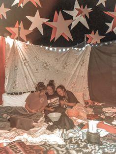 Sleepover Fort, Fun Sleepover Ideas, Sleepover Birthday Parties, Girl Sleepover, The Last Summer, Summer Fun List, Summer Bucket, Cute Friend Pictures, Best Friend Pictures