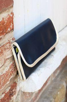 portefeuille en cuir avec poche zippée et porte carte