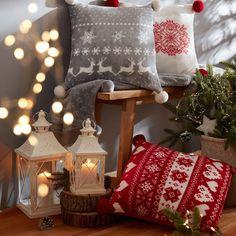 """1,171 kedvelés, 0 hozzászólás – PEPCO Magyarország (@pepco_hu) Instagram-hozzászólása: """"A finom sütemények illata, a kedvenc ünnepi dallamok… és persze a kényelmes párnák! Milyen jó is…"""" Gift Wrapping, Gifts, Instagram, Home, Gift Wrapping Paper, Presents, Wrapping Gifts, Favors, Gift Packaging"""