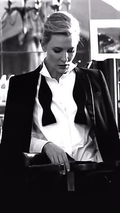 Cate Blanchett Chic Image in Yellow Blouse – Sleek Celebs Cate Blanchett, Looks Black, Black And White, Peter Lindbergh, Zooey Deschanel, Fashion Mode, Woman Crush, Suits For Women, Actors & Actresses