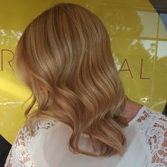 Wedding colour ! Full head of micro foils and subtle lowlighting to enhance colour variation throughout. Finished off with a fresh moisture treatment & @cloudninehair curls. Can't wait to glam you up on Saturday! #hairbygemmabandiera #wellafamily #wellalife #wellaau #colourmelt #seamlesscolour #sydneyhairsalons #cloudninehair #microfoils #blondelife #blondes #multitonal #couturecolour #hairinspo #sydneysbestcolourists