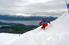 Perteneciente a la ciudad de Villa La Angostura, desde su inauguración en 1978 el Cerro Bayo es uno de los centros de esquí más exclusivos de la Patagonia argentina.