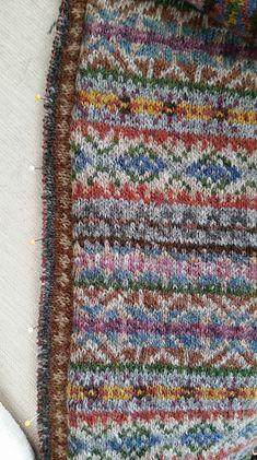 Fair Isle Knitting Patterns, Loom Knitting Patterns, Fair Isle Pattern, Knitting Charts, Knitting Designs, Hand Knitting, Knitting Tutorials, Stitch Patterns, Vintage Knitting