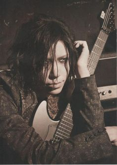 aoi the gazette Aoi The Gazette, Drum Band, Airport Photos, Dir En Grey, Photo Makeup, Rare Pictures, Visual Kei, Pretty Boys, Beautiful Men