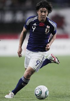 Shinji Okazaki Photos - Shinji Okazaki of Japan in action during the international friendly match between Japan and Peru at Tohoku Denryoku Big Swan Stadium on June 2011 in Niigata, Japan. - Japan v Peru Shinji Okazaki, Niigata, Peru, Japan Japan, Running, Swan, June, Action, Big