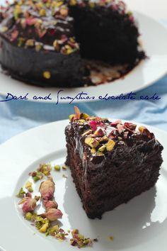 Starbooks: DARK AND SUMPTUOS CHOCOLATE CAKE