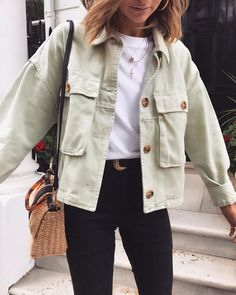 Oversized Boyfriend Cool Big Pockets Button Up Shirt Jacket Womens - oversize cotton coat women's casual coats online button up shirt jacket coats big pocket jacket long sleeve shirt jacket outfit women street style Source by malschki Outfit Jeans, Jeans Pants, Big Shirt Outfits, Denim Outfits, Cotton On Outfits, Black Converse Outfits, Boyfriend Jeans Outfit, Green Outfits, Zara Outfit