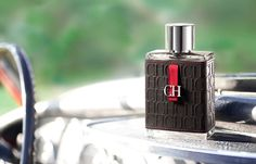 Carolina Herrera - CH http://www.bcn-cosmetics.com/es/perfumes-hombre/122-ch-men-edt-vapo-100-ml-8411061665022.html