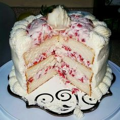 White chocolate whipper cream strawberry cake