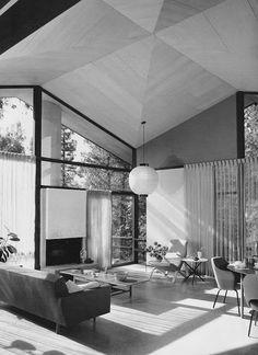 Modern living room shot by Julius Shulman | Paradise Backyard