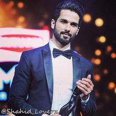 Shahid Kapoor with his Filmfare Award