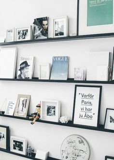 Looking for a simple way to add both storage and style to your living room? Floating shelves can be a chic way to instantly update your space, create a unique gallery wall, or simply add some organization to any room.