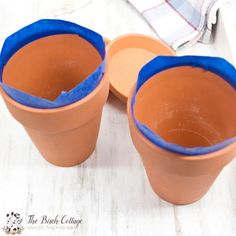 The Birch Cottage shares how to paint terra cotta pots. Turn ordinary clay pots into shabby classy pots! Painted Clay Pots, Painted Flower Pots, Hand Painted, Flower Pot Crafts, Clay Pot Crafts, Ceramic Painting, Spray Painting, Encaustic Painting, Painting Tips