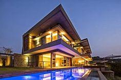 Casa Albizia influenciada por la arquitectura Googie futurista, por Metropole Architects http://www.arquitexs.com/2013/10/casa-albizia-influenciada-arquitectura.html