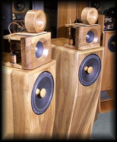 ROYAL DEVICE by Roberto Delle Curti Hi-Efficiency Loudspeakers Audiophile speaker systems High fidelity systems Sistemi di altoparlanti hi-end HiFi ed Alta Efficienza Lautsprecher Diffusori acustici stereo Enceintes acoustiques