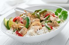 Philly Thai Green Chicken Curry - per serving (without the rice) - Looks delish! Thai Green Chicken Curry, Thai Green Curry Recipes, Curry Vert Thai, Philadelphia Recipes, Cooking Recipes, Healthy Recipes, Healthy Tips, Healthy Food, Low Calorie Dinners