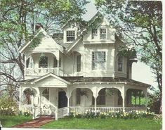 Old Victorian Home Exterior Ideas - There were the selection of Victorian styles and every one of them had the distinct capabilities. Still, folks continue to construct in the queenly st. by Joey Victorian Homes Exterior, Victorian Home Decor, Old Victorian Homes, Victorian Farmhouse, Victorian Houses, Mansion Homes, House Plans Mansion, House Floor Plans, Style At Home