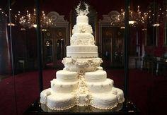 Bolo do casamento de Kate Middleton com o Príncipe William da Inglaterra .
