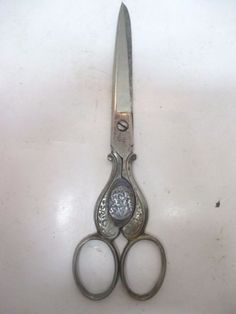 Ornate-D-Peres-Solingen-Germany-Sewing-Scissors-Christ-amp-Madonna-Sharp-6-1-4-034