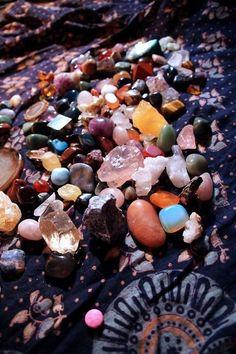 rocks rock my world Crystal Altar, Crystal Magic, Crystal Healing, Crystals And Gemstones, Stones And Crystals, Wicca, Crystal Aesthetic, Witch Aesthetic, Crystal Collection