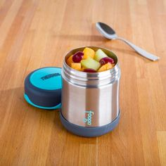 Keep your food hot or cold on the go with a Thermos King Thermal Food Jar. Stainless steel vacuum insulated double wall construction helps maintain superior temperature retention and stays cool to the touch with hot liquids. Kitchen Gadgets, Kitchen Appliances, Dark Home Decor, Knife Block Set, Food Jar, Bakeware, Lunches, Cookware, Construction