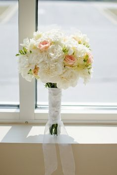 Wedding Bouquets - Long Stemmed Bouquet | Wedding Planning, Ideas & Etiquette | Bridal Guide Magazine
