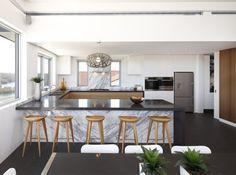 Wohnideen Küche Moderne U Förmige Küche Mit Dunklem Bodenbelag Schönen  Marmor Texturen