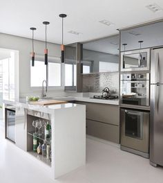 [New] The 10 Best Home Decor Ideas Today (with Pictures) - Cozinha liiinda! Kitchen Room Design, Kitchen Cabinet Design, Modern Kitchen Design, Home Decor Kitchen, Interior Design Kitchen, Kitchen Furniture, Kitchen Contractors, Modern Kitchen Interiors, Bright Kitchens