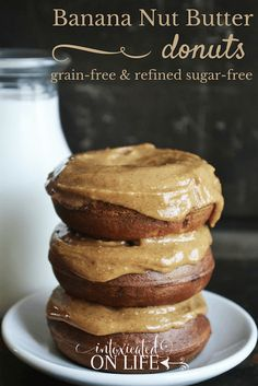 Are you planning to prepare a yummy yet healthy treat for your kids? Here's a recipe of Banana Nut Butter Donuts you might want to try. These donuts are grain free and refined sugar free. Sugar Free Recipes, Donut Recipes, Real Food Recipes, Yummy Food, Paleo Recipes, Baking Recipes, Easy Recipes, Paleo Dessert, Dessert Recipes
