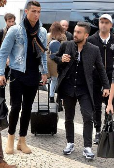 What do you think about these 2 men& looks. Best Mens Fashion, Mens Fashion Suits, Mode Masculine, Fashion Mode, Urban Fashion, Chelsea Boots Outfit, Mode Man, Casual Outfits, Men Casual
