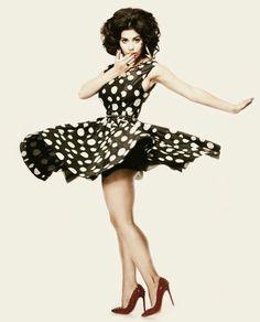 marina and the diamonds ----- that dress :O