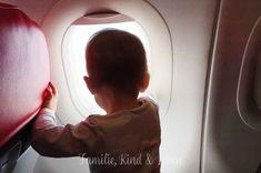 Fliegen mit Baby Clara am Fenster