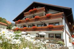 Hotel Gasthof Rose Oy-Mittelberg This 3-star hotel is set at an altitude of 1,036 metres in Oy-Mittelberg, here in the Allg?u region. All rooms have a balcony with spectacular views of the Bavarian Alps.