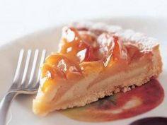 小菅 陽子さんの「りんごのタルト」のレシピページです。りんごの甘酸っぱさとアーモンドクリームのやさしい甘さが調和した上品な味。しっとり落ち着いた翌日もまたおいしい。 材料: タルト生地、キャラメルりんご、アーモンドクリーム、粉砂糖、あんずジャム