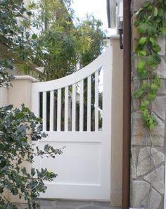 Eight Pretty Ideas for Small Gardens - Classic Casual Home Wooden Garden Gate, Garden Gates And Fencing, Wooden Gates, Small Garden Gates, Backyard Gates, Little Gardens, Small Gardens, Side Gates, Front Gates