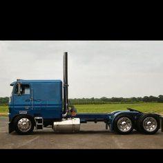 good looking cab over Show Trucks, Big Rig Trucks, Dump Trucks, Old Trucks, Custom Big Rigs, Custom Trucks, Freightliner Trucks, Train Truck, Cab Over