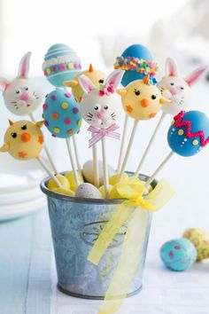 Kid's Party Food Ideas Easter Cake Pops www.spaceshipsand… Kinderparty Essen Ideen Ostern Cake Pops www. Easter Cake Pops, Easter Cupcakes, Easter Cookies, Easter Treats, Easter Food, Easter Buckets, Different Cakes, Easter Party, Easter Recipes