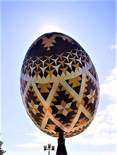 Vegreville, Alberta's giant Easter Egg: world's 2nd largest, was constructed by Paul Sembaliuk & built of triangular & hexagonal aluminum tiles, over an aluminum framework. The Pysanka (Ukranian Easter Egg) was built in 1975 & is 31 ft long, 3 1/2 stories high & weighs 5,512 lb. The egg, a nod to Ukrainian culture in both Alberta & Canada, turns with the wind!