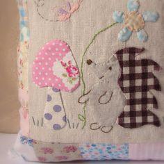 Roxy Creations: Cushion hedgehog applique